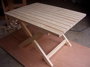 庭で使用する机やテーブルの作り方を紹介します。制作編