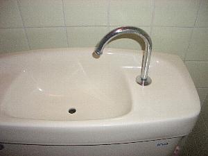手洗い付きトイレタンク