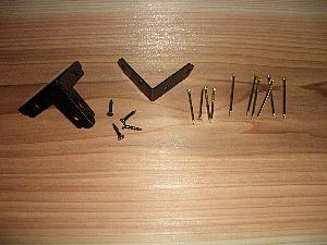 隅補強金物と真鍮釘