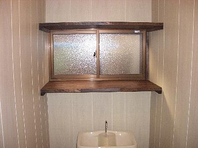 狭いスペースを有効利用するトイレ棚