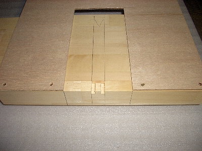 トリマ切抜き型定規本棚