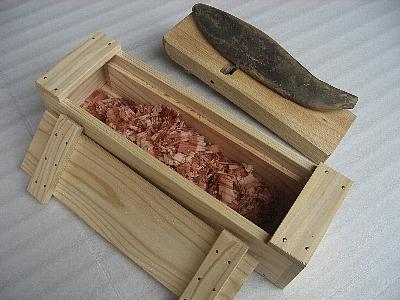 釘止め木箱の鰹節削り器-2