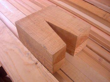 三角に切り欠いた端材