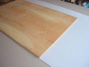 ペーパー掛けをした針葉樹合板とキッチンパネル